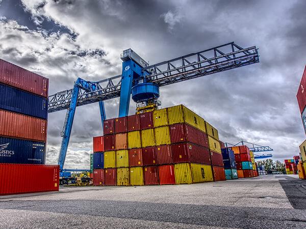 Brodski kontejneri u luci